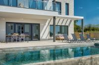 Istria, great location! Sea view. New 3-bedroom villa + pool, sea 3 km