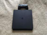 Playstation 4 slim + 5 igrica