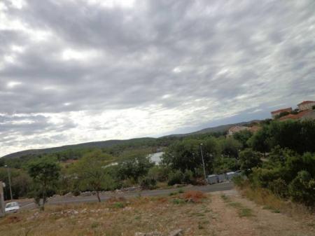 Bilice, građevinsko zemljište 450m2 s pogledom na more