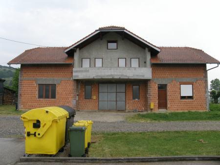 Poslovno stambena zgrada: Prigorje Brdovečko, katnica, 296.83 m2