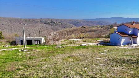 Zemljište sa građevinskom dozvolom sa otvorenim pogledom na zelenilo!!