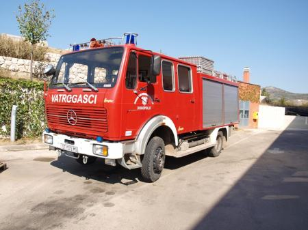 www.njuskalo.hr/image-big/ostala-gospodarska-vozila/navalno-vozilo-mercedes-tlf-1017-slika-15836129.jpg