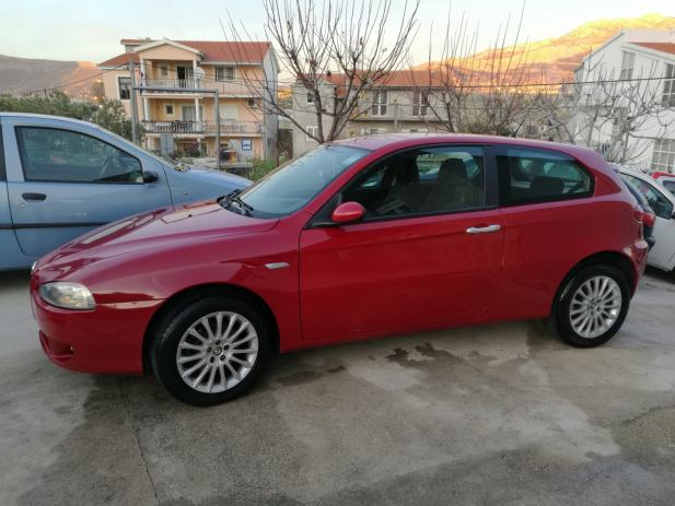 alfa romeo 147 1 9 jtdm 120 full oprema amerikan do 60 rata 2007 god. Black Bedroom Furniture Sets. Home Design Ideas