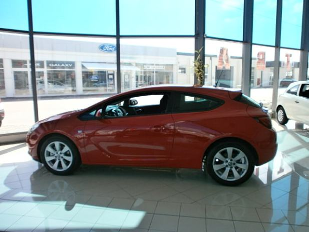 opel astra coupe 1 4 16v turbo 120 ks enjoy salonsko vozilo 2012 god. Black Bedroom Furniture Sets. Home Design Ideas