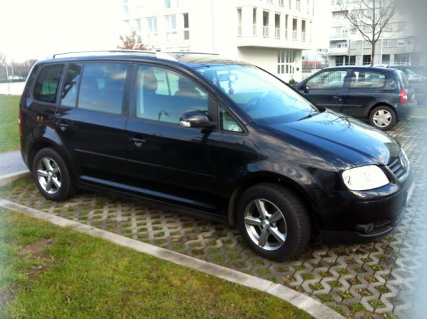 vw touran 2 0 tdi highline dsg automatik 7690 eura 2005 god. Black Bedroom Furniture Sets. Home Design Ideas