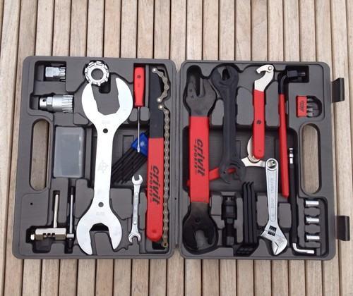 stalak-servis-300-kn-alat-bicikl-350-kn-