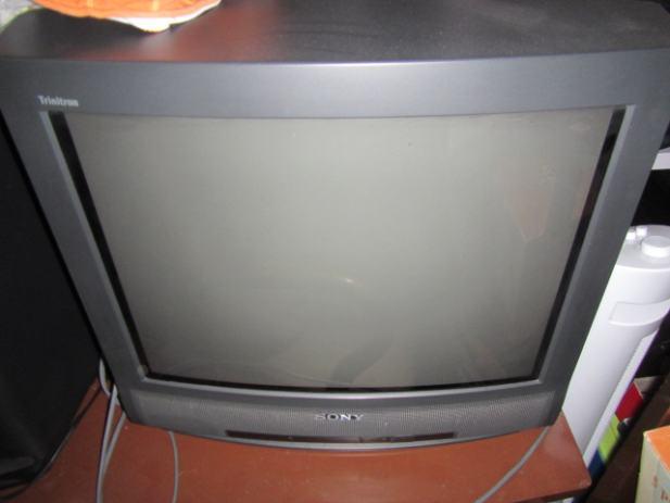 prodajem tv sony irine ekrana 50 cm. Black Bedroom Furniture Sets. Home Design Ideas