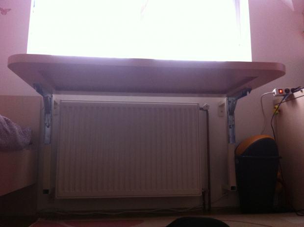 Sklopivi radni stol za iznad radijatora