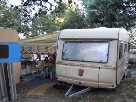 Na prodaju kamp kućica TABERT ONTESA 2000god., smještena u kampu u