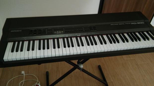 roland digital piano rd 200. Black Bedroom Furniture Sets. Home Design Ideas