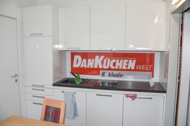 Kuhinja Dan Kuchen Model Villalux Izlozbena Kuhinja S Aparatima