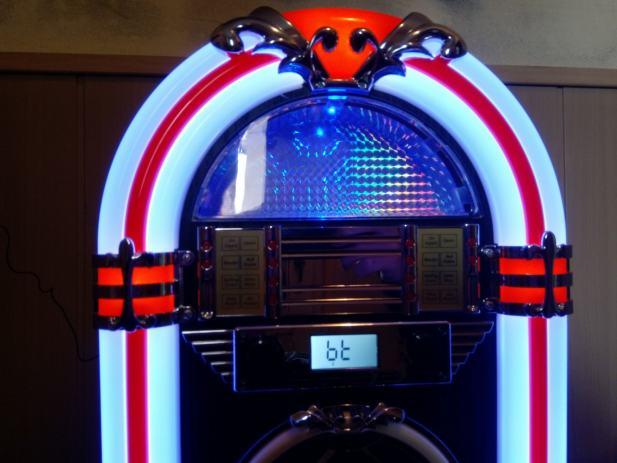 Victrola Wood Jukebox - Bluetooth, FM, CD MP3