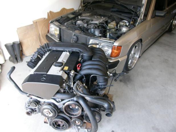 Prodajem Mercedes 3 2 M104 motor
