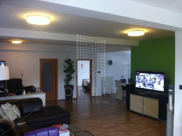 Črnomerec, noviji 4 sob. stan u urbanoj vili, velika terasa (prodaja)