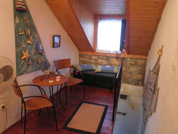 Kompletno renovirana stara kamena kuća u Vrboskoj, 60 m2 (prodaja)