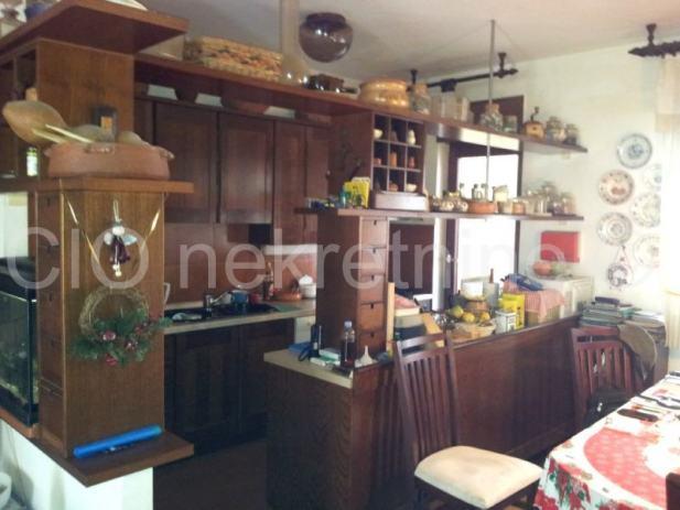 Luksuzni 3-sobni stan sa dnevnim boravkom na mirnoj lokaciji (prodaja)