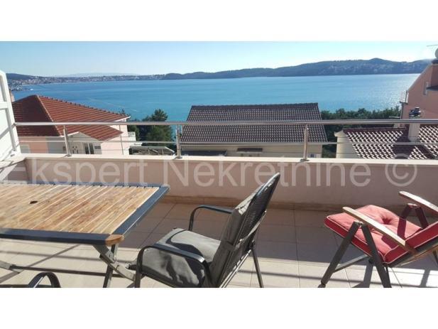 Seget D.,dvosoban stan 73 m2,velika terasa,pogled na more (prodaja)