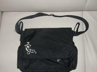 DM torba za kolica crne boje.