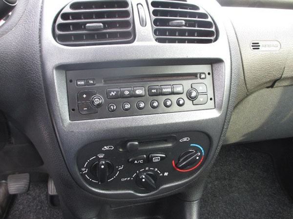 cd player radio za peugeot 206 mp3 player bluetooth upalja. Black Bedroom Furniture Sets. Home Design Ideas