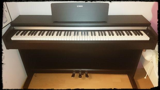 pianino yamaha arius ydp 142 black. Black Bedroom Furniture Sets. Home Design Ideas