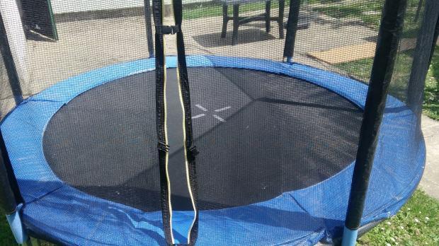 trampolin. Black Bedroom Furniture Sets. Home Design Ideas