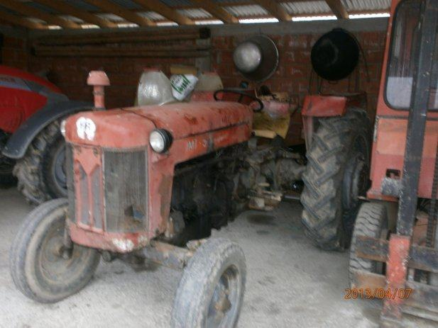 Traktor IMT 65 http://www.njuskalo.hr/traktori/prodajem-traktor-imt-65
