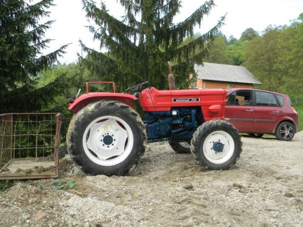 Traktor Univerzal 445 DV