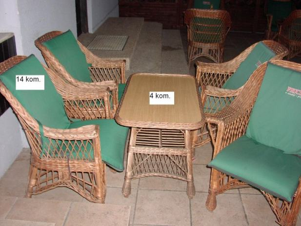 Pleteni stolovi i stolice