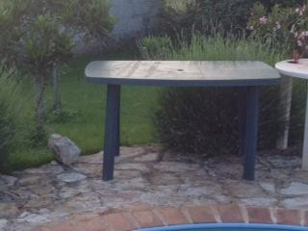 Plasticni stol