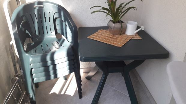 Vrtna garnitura stol i 5 stolica