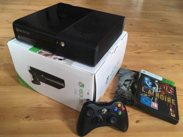Xbox 360 E 250GB - besprijekorno stanje - 3 original igre