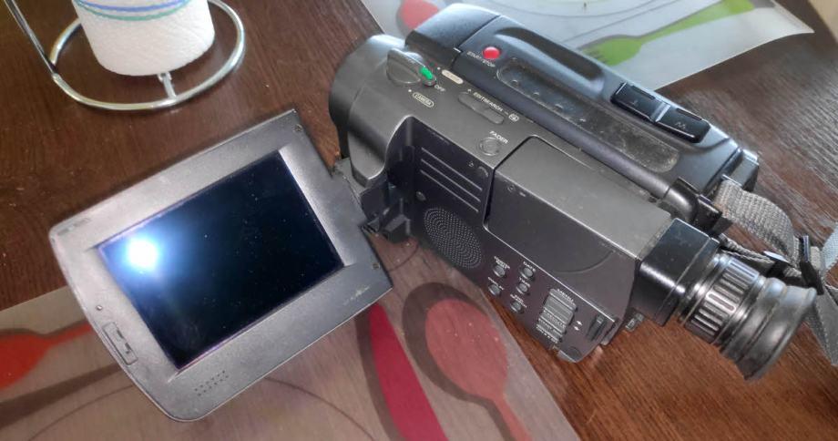 Kamera camcorder Sony CCD-TRV70E TRV70 HI8 HI 8 kvar