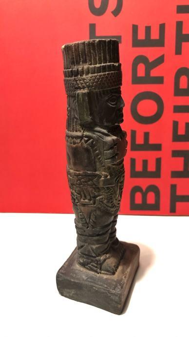 Asteška statua ratnika od terakote