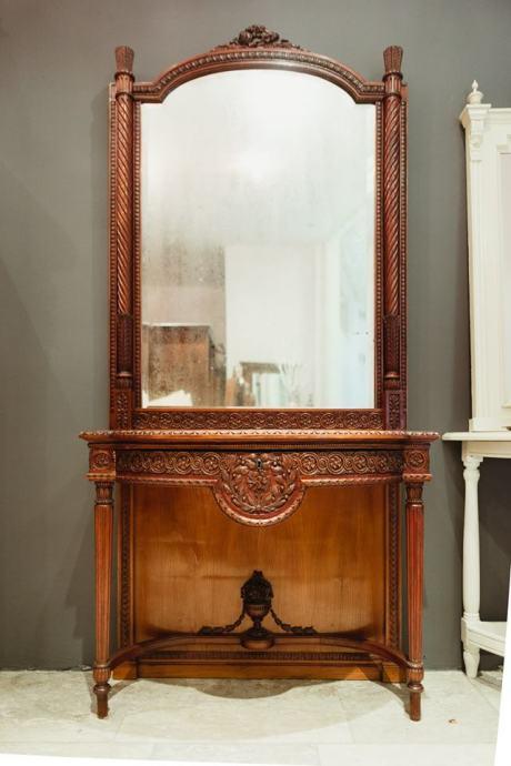 Konzola s ogledalom iz Beča