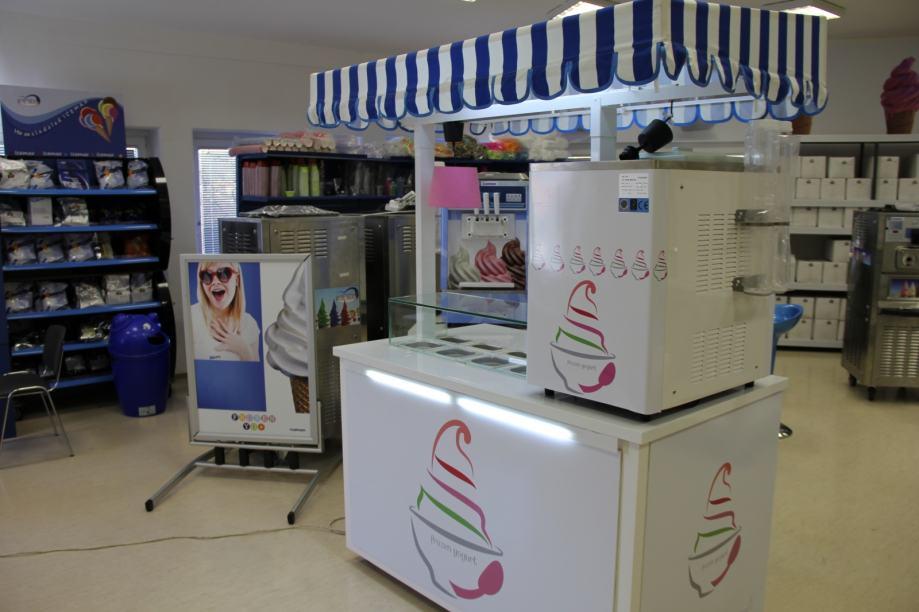 sladoledni štand + stroj točeni