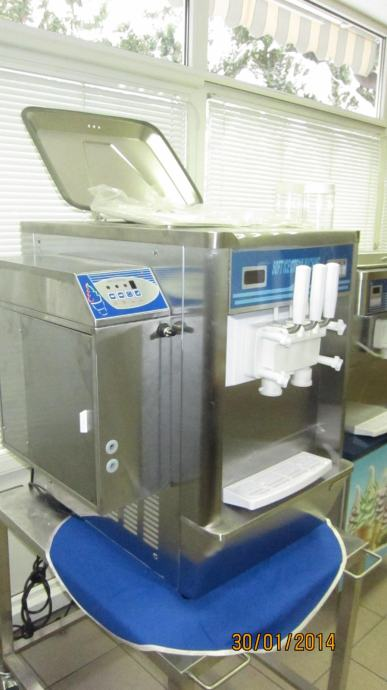 sladoledni stroj soft točeni sladoled rainbow-stolni