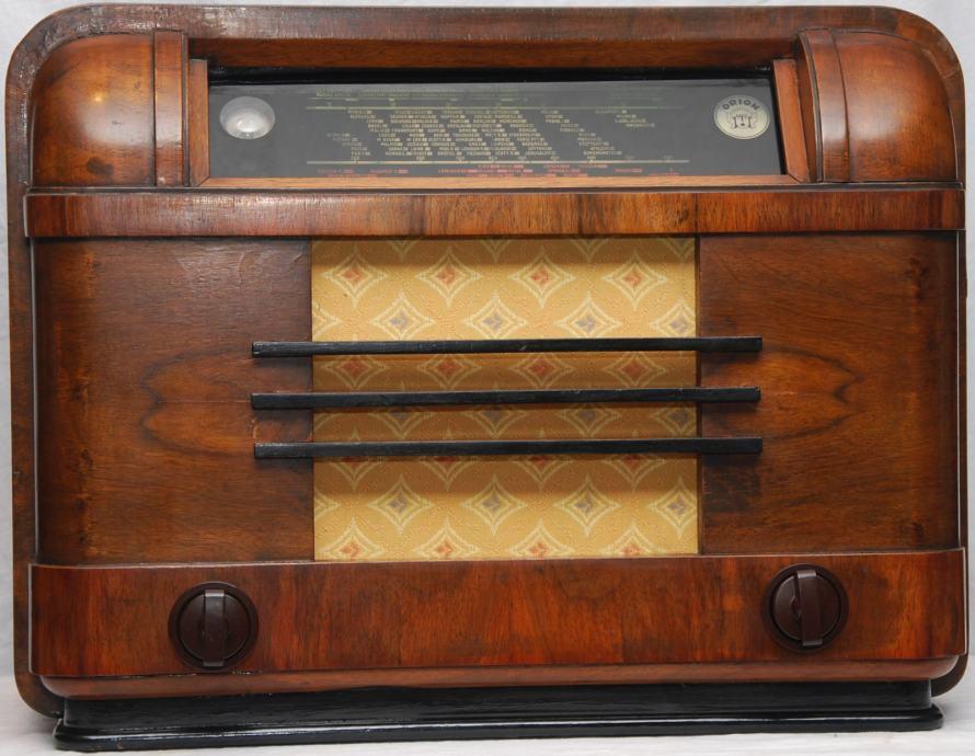 Stari radio aparat