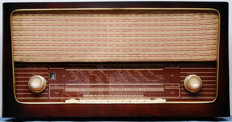 Stari radio RIZ 594 UKV