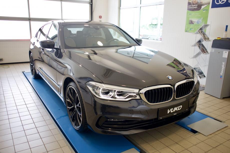 BMW Serija 5 530i Automatik Sport Line