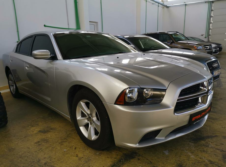 Dodge Charger SE 3,6 V6 automatik * prilika * DINERS DO 36 RATA