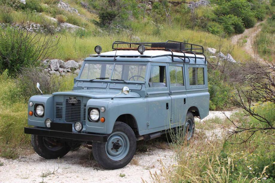 Land Rover Defender 109