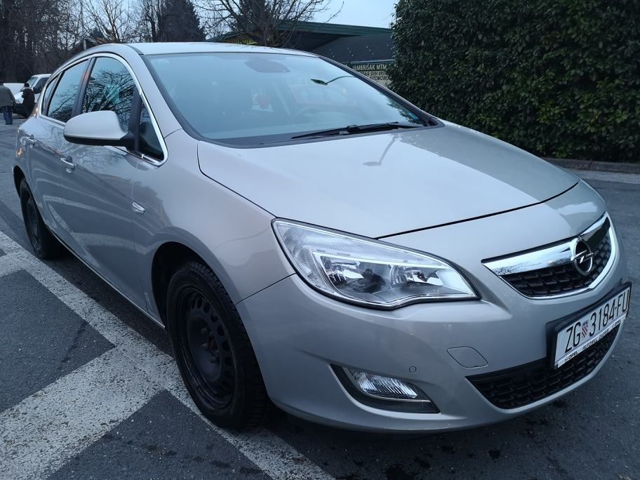 """Opel Astra 1,7 CDTI COSMO - ALU 17""""- PDC - TEMPOMAT - PRIVAT"""