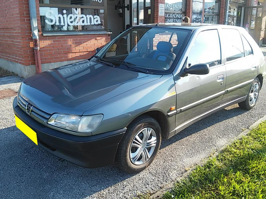 Peugeot 306 1,4i 5 VRATA SREĐEN NOVE GUME ODLIČAN OTPLATA ZAMJENA DOST
