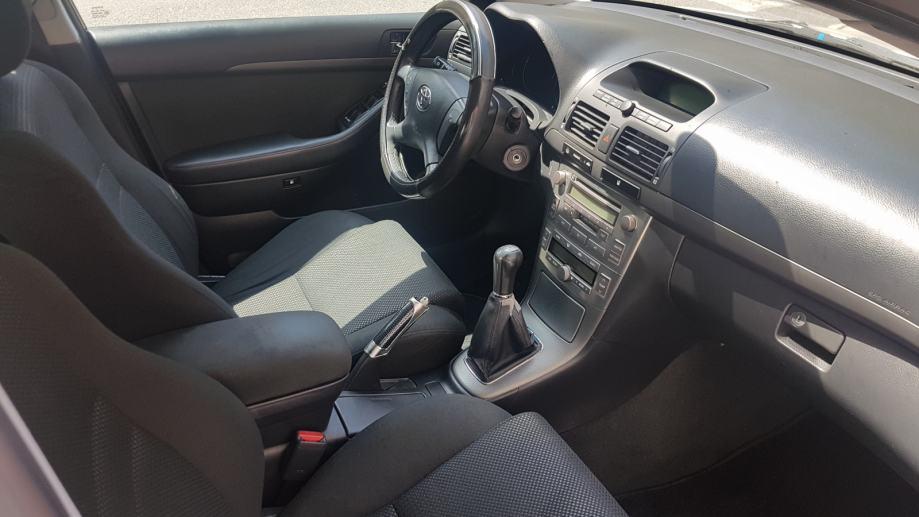 Toyota Avensis 1,8 VVT-i-POVOLJNO!