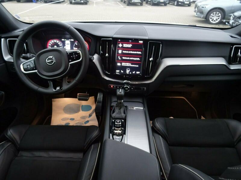 volvo xc60 d4 r design tvorni ko jamstvo 2019 god. Black Bedroom Furniture Sets. Home Design Ideas