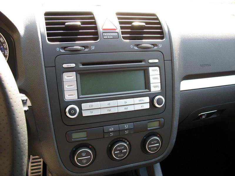 original vw rcd 300 radio golf v radio. Black Bedroom Furniture Sets. Home Design Ideas