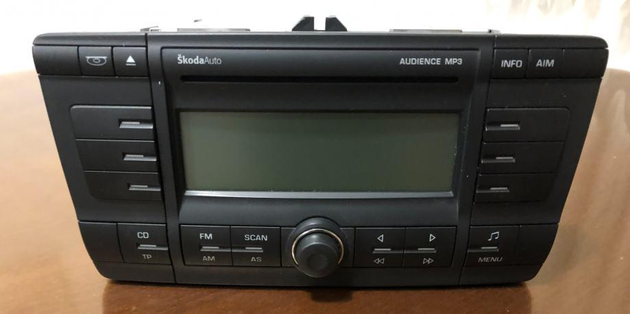 Škoda Audience MP3 auto radio s ugrađenim CD changerom