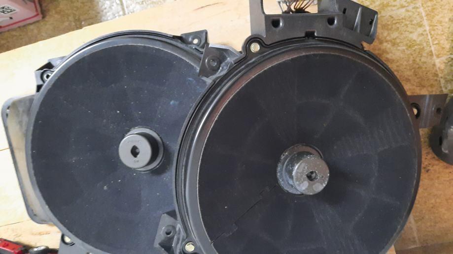 Bose subwoofer audi a8 2kom
