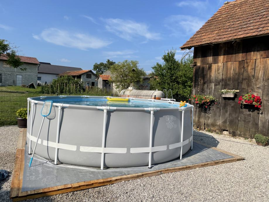 Intex Set bazen s priborom i drvenim postoljem za bazen + Bestway pješ
