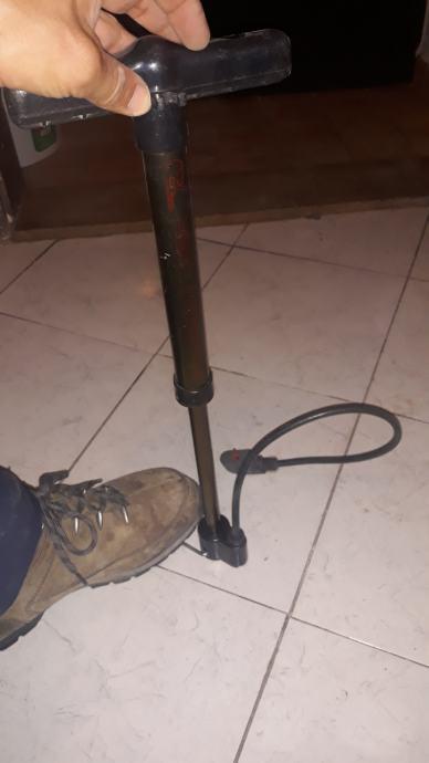 Pumpa  sa stalkom za bicikl gume i ostalo 60kn
